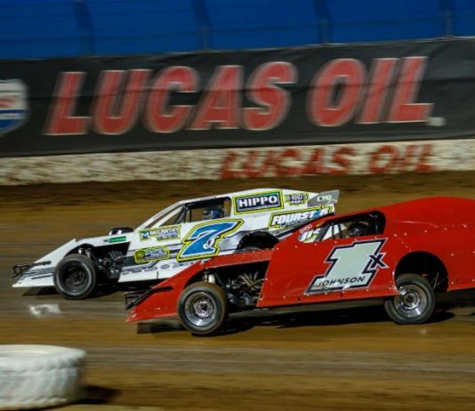 Matt Johnson (1x) duels with Justin Johnson for the lead in Saturday night's Pitts Homes USRA Modified feature. (Kenny Shaw photo)
