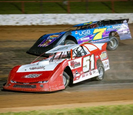 Larry Ferris (51) battles with Ryan Johnson for the lead during Thursday night's ULMA Late Model feature at Lucas Oil Speedway. (Kenny Shaw photo)