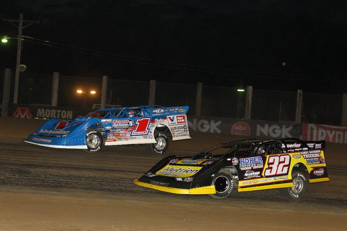 Brandon Sheppard (1) battles Chris Simpson at Independence Motor Speedway. (Mike Ruefer photo)