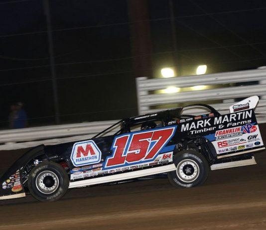 Mike Marlar en route to victory at Quincy Raceway. (Brendon Bauman photo)