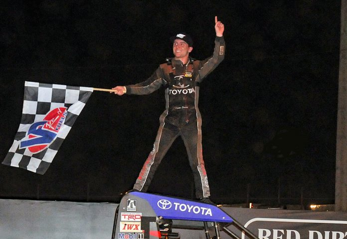 Logan Seavey in victory lane at Red Dirt Raceway. (TWC photo)