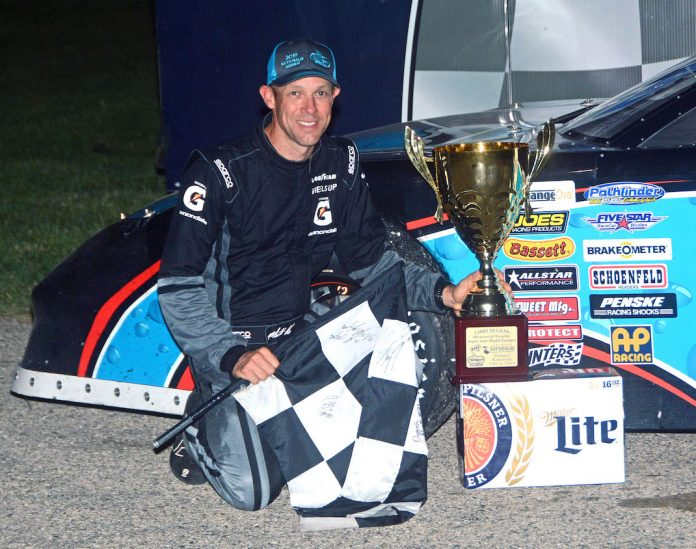 Matt Kenseth won Tuesday night's Slinger Nationals. (Stan Kalwasinski photo)