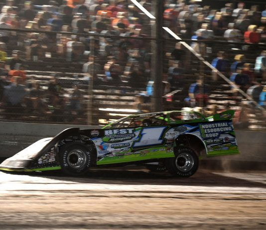 Tyler Erb en route to victory at Tri-City Speedway. (Don Figler photo)