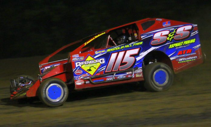 Kenny Tremont Jr. en route to victory at Albany-Saratoga Speedway. (Dave Dalesandro photo)