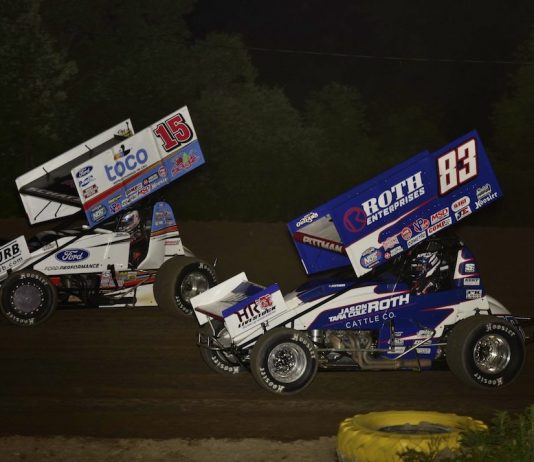Donny Schatz (15) battles Daryn Pittman at Wilmot Raceway. (Mark Funderburk photo)