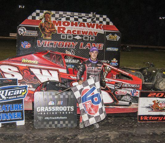 Mat Williamson in victory lane at Mohawk Int'l Raceway. (DIRTcar photo)