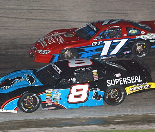 Matt Kenseth (8) races Grant Griesbach during the Slinger Nationals. (Stan Kalwasinski Photo)