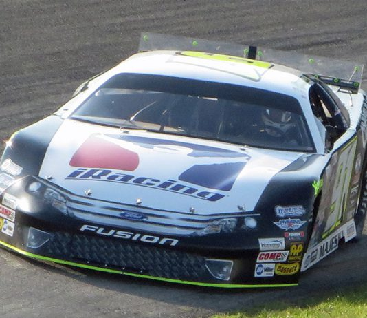 Ty Majeski swept the Blue race in the finale of the Red-White-Blue State Championship series at Wisconsin Int'l Raceway. (Nick Dettmann Photo)
