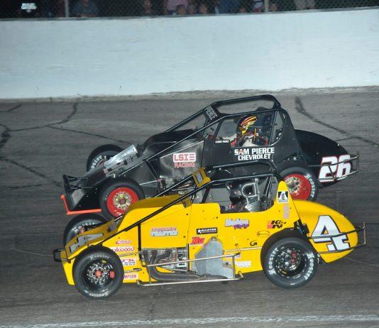Kody Swanson (4) races under Aaron Pierce at Anderson (Ind.) Speedway. (Randy Crist photo)