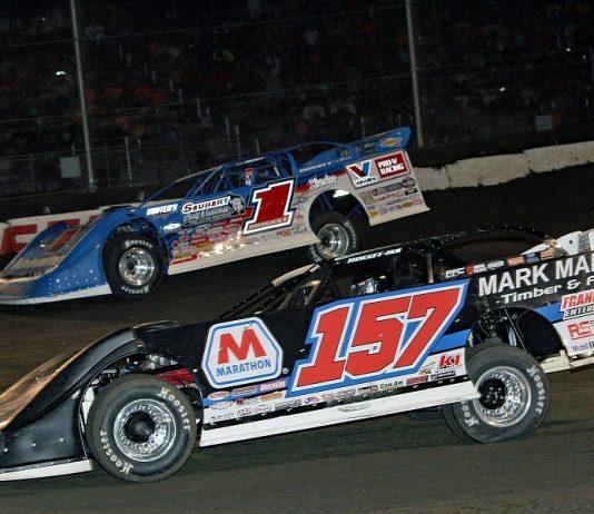 Mike Marlar (157) battles with Brandon Sheppard during the 2019 Prairie Dirt Classic at Fairbury Speedway. (Jim DenHamer photo)