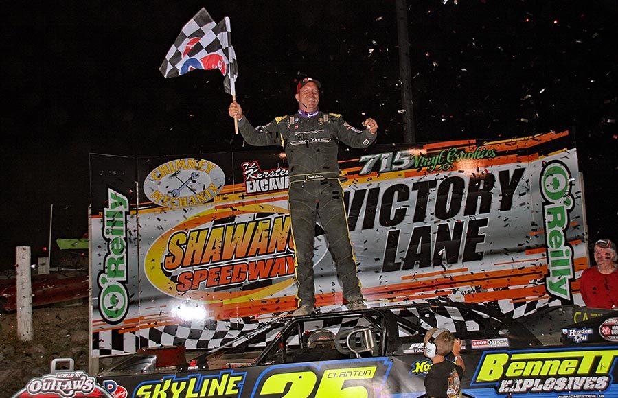 Shane Clanton celebrates in victory lane after winning Tuesday's World of Outlaws Morton Buildings Late Model Series feature at Shawano Speedway. (Jim Denhamer Photo)
