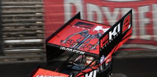 Kerry Madsen en route to victory Friday at Knoxville Raceway. (Mike Campbell photo)