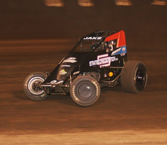Jake Swanson en route to victory at Perris Auto Speedway. (Doug Allen photo)
