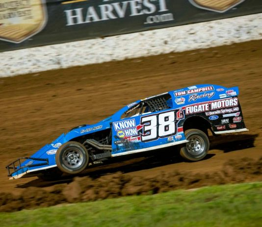 Jason Pursley on his way to victory in Saturday's Pitts Homes USRA Modified feature at Lucas Oil Speedway. (Kenny Shaw photo)