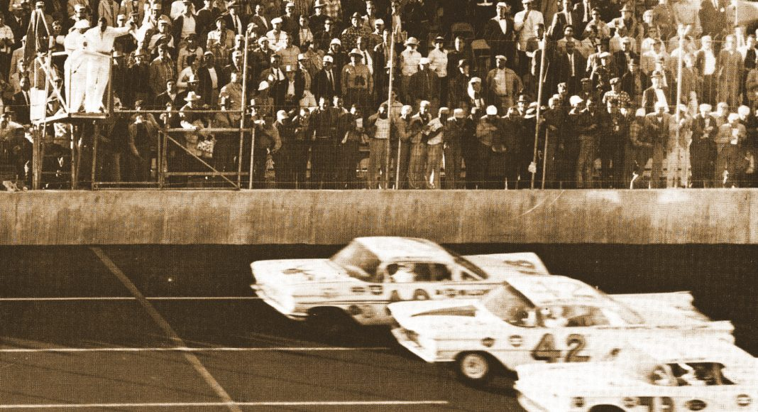 Lee Petty (42), Johnny Beauchamp (73) and Joe Weatherly race to the finish of the inaugural Daytona 500 at Daytona Int'l Speedway.
