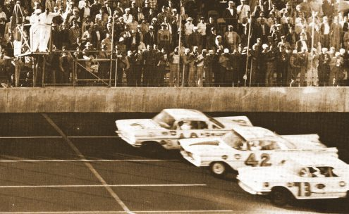 Lee Petty (42), Johnny Beauchamp (73) and Joe Weatherly race to the finish of the inaugural Daytona 500 at Daytona Int'l Speedway.
