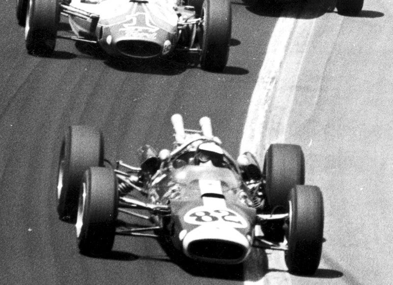 Jim Clark (82) leads the 1965 Indianapolis 500.