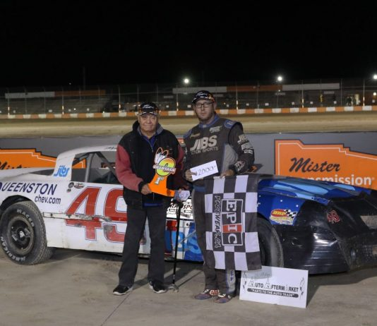 Dave Bailey poses with Gale Hill of Gale's Auto Aftermarket following his $2,000 win in the Gale's Cash Blast. (Dale Calnan Photo)