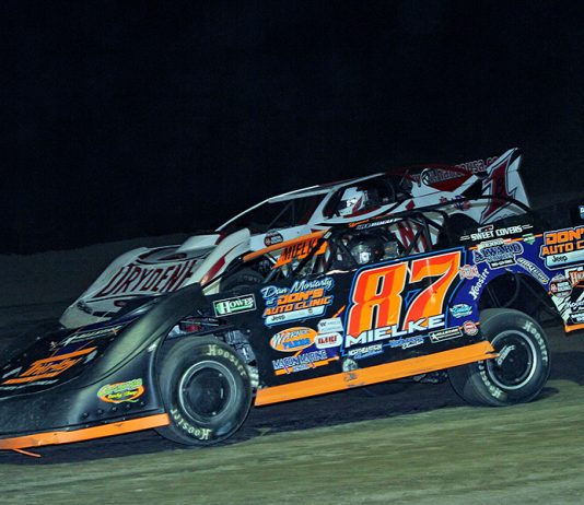 David Mielke (87) races under Brent Larson during Thursday's World of Outlaws Morton Buildings Late Model Series feature at I-96 Speedway. (Jim Denhamer Photo)