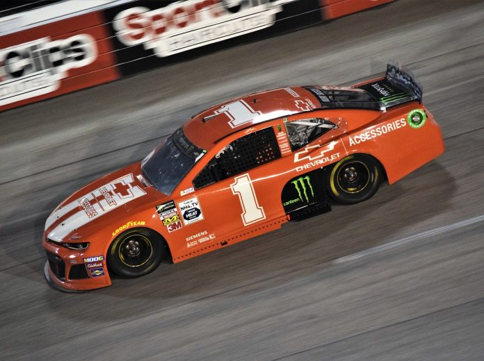Jones holds off Kyle Busch to win Darlington