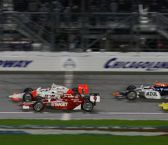Ryan Briscoe (6) beats Scott Dixon (9) to the finish line in 2009 at Chicagoland Speedway. (IndyCar Photo)