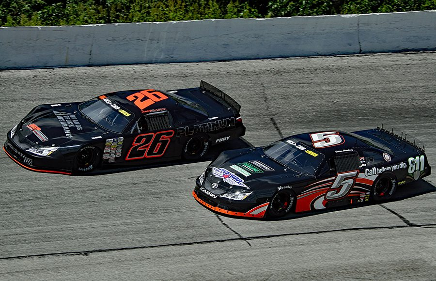 Travis Braden (26) races to the outside of Dalton Armstrong during Monday's ARCA/CRA Super Series event at Winchester Speedway. (Jim Denhamer Photo)