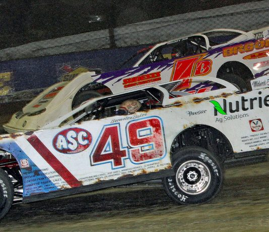 Jonathan Davenport (49) drove to victory Friday night at Eldora Speedway. (Jim DenHamer photo)