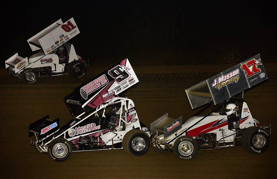 Logan Seavey (01), Kyle Schuett (9k) and Rob Standridge battle during Saturday's Built Ford Tough MOWA Sprint Car Series feature at Spoon River Speedway. (Mark Funderburk Photo)