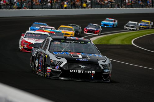 Kevin Harvick (4) leads the field during Sunday's Big Machine Vodka 400 at Indianapolis Motor Speedway. (HHP/Barry Cantrell Photo)