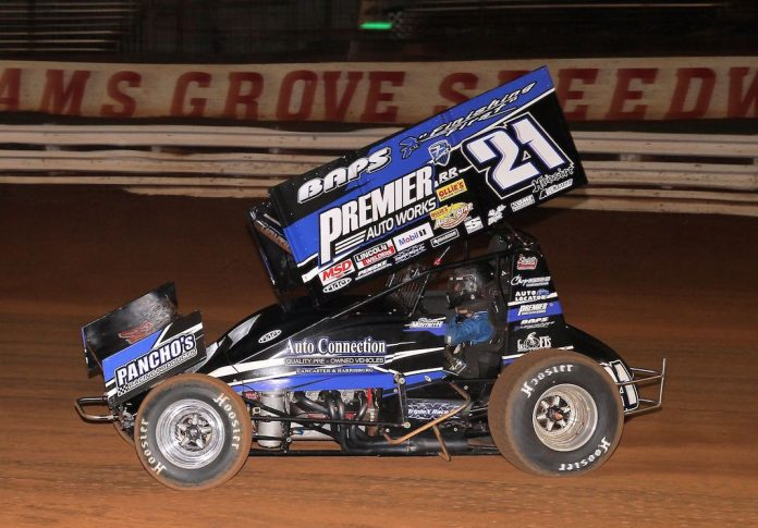 Brian Montieth en route to victory at Williams Grove Speedway. (Dan Demarco photo)