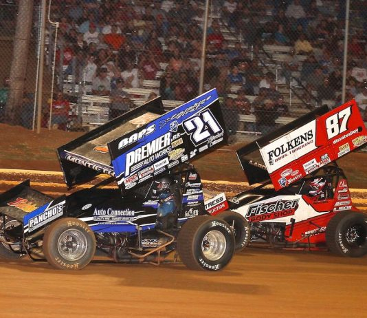 Brian Montieth (21) fights off Aaron Reutzel at Lincoln Speedway. (Dan Demarco photo)