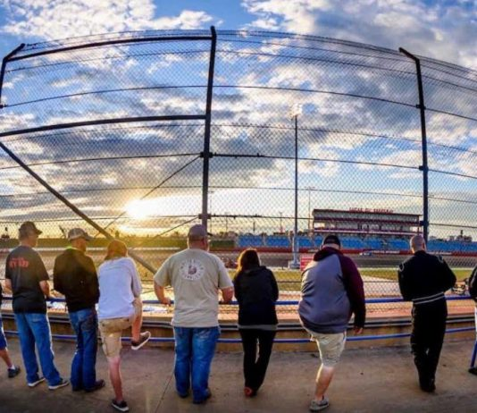 Fans watch time trials at Lucas Oil Speedway. (Kenny Shaw photo)