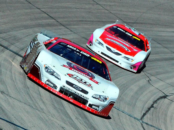 Stephen Nasse (51) races ahead of Donnie Wilson during Sunday's Winchester 400. (Randy Crist Photo)