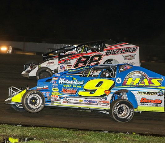 Matt Sheppard (9s) and Mat Williamson (88) will settle the fight for the Super DIRTcar Series title during the Can-Am World Finals.