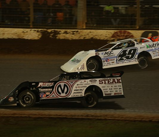 Chris Madden (0M) races under Jonathan Davenport during Friday's World of Outlaws Morton Buildings Late Model Series feature at The Dirt Track at Charlotte. (Dallas Breeze Photo)