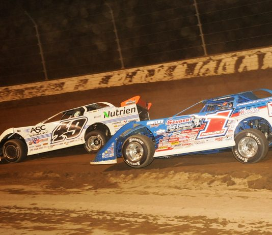 Brandon Sheppard (1) chases Jonathan Davenport during the Dirt Million at Mansfield Motor Speedway. (Julia Johnson Photo)