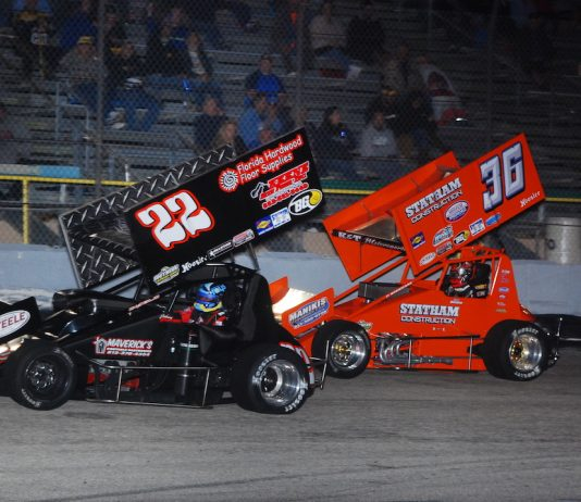 Johnny Gilbertson (22) leads Troy DeCaire at 417 Speedway. (David Sink photo)
