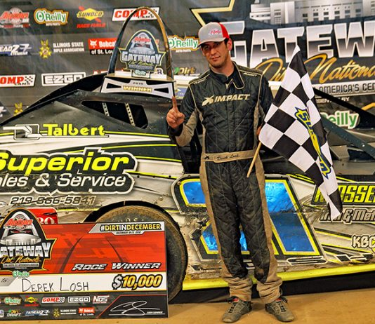 Derek Losh pocketed $10,000 for winning the modified finale during the Gateway Dirt Nationals. (Jim Denhamer Photo)