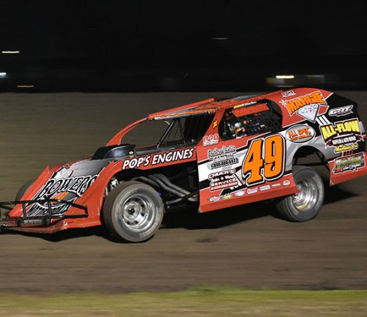Troy Fouger on his way to victory on Wednesday at the Stockton Dirt Track. (Joe Shivak Photo)