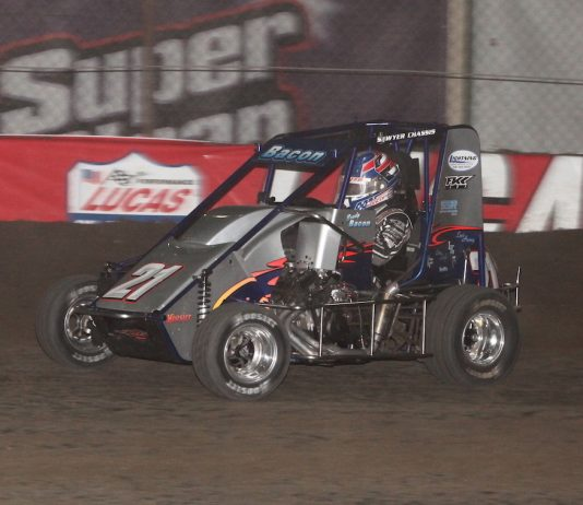 Brady Bacon (21) en route to victory Saturday at Tulsa Expo Raceway. (Richard Bales photo)