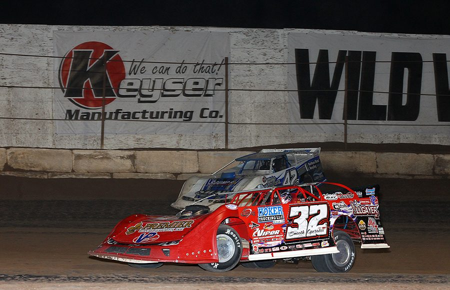 Bobby Pierce (32) races under Don Shaw during Sunday's Wild West Shootout event at Arizona Speedway. (Mike Ruefer Photo)