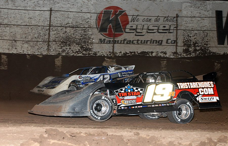 Ryan Gustin (19R) battles Don Shaw during Wednesday's Wild West Shootout event at Arizona Speedway. (Mike Ruefer Photo)