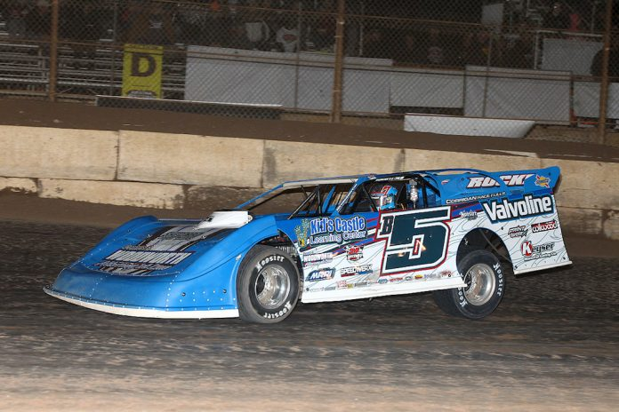 Brandon Sheppard en route to victory Sunday at Arizona Speedway. (Mike Ruefer photo)