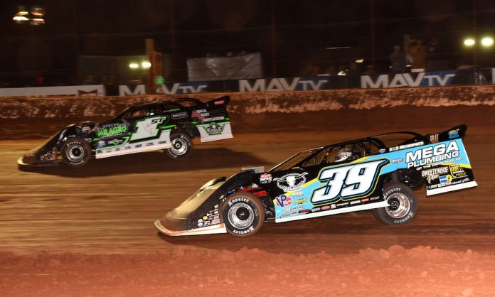 Tim McCreadie (39) races under Johnny Scott at Golden Isles Speedway. (Paul Arch photo)