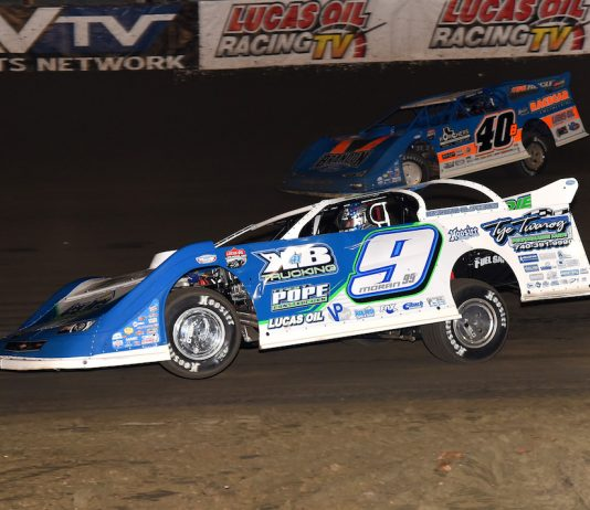 Devin Moran (9) races under Kyle Bronson at East Bay Raceway Park. (Paul Arch photo)
