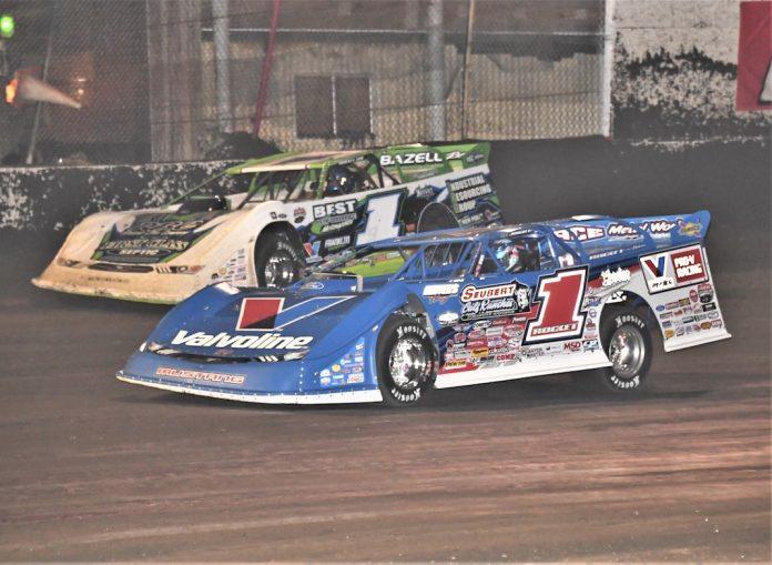 Brandon Sheppard (1) races under Tyler Era at East Bay Raceway Park. (Al Steinberg photo)
