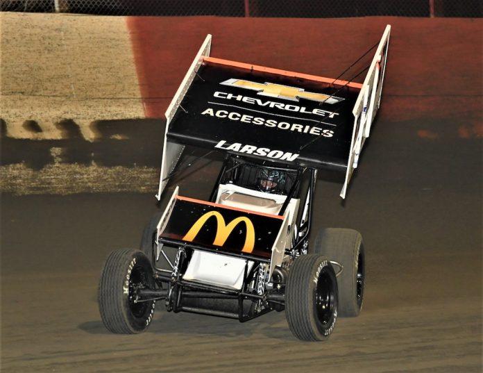 Kyle Larson en route to victory at East Bay Raceway Park. (Al Steinberg photo)