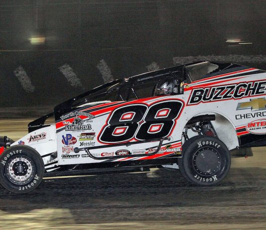 Mat Williamson en route to victory at Volusia Speedway Park. (Jim DenHamer photo)