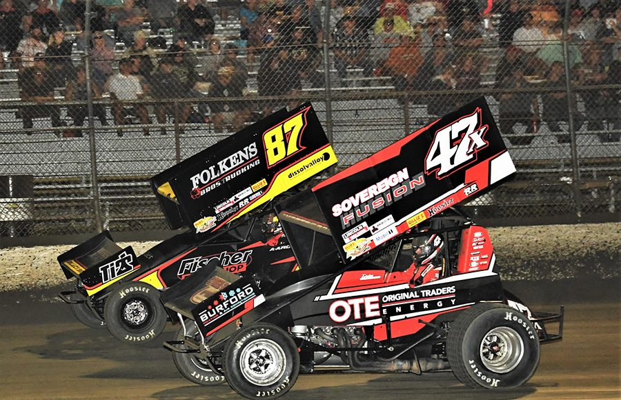 Dylan Westbrook (47x) races under Aaron Reutzel during Tuesday's Ollie's Bargain Outlet All Star Circuit of Champions feature at East Bay Raceway Park. (Al Steinberg Photo)