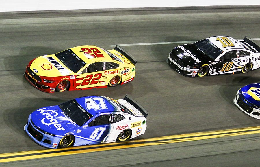 Ricky Stenhouse Jr. (47) and Joey Logano (22) race for the lead during the first Bluegreen Vacations Duel Thursday at Daytona Int'l Speedway. (Dick Ayers Photo)
